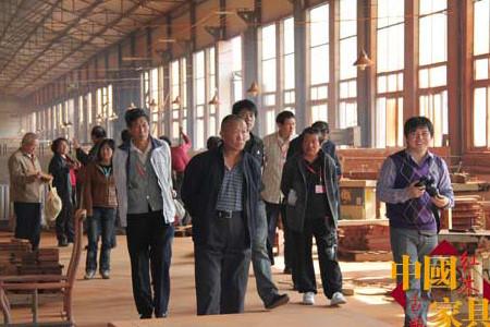 千亿国际|千亿国际娱乐qy996|千亿娱乐城游戏平台_消费者来红马工厂参观